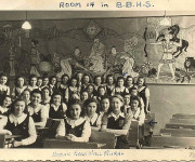 Students front of painted panels, 1942, courtesy of Tobie Steinhouse (BBHS '42)